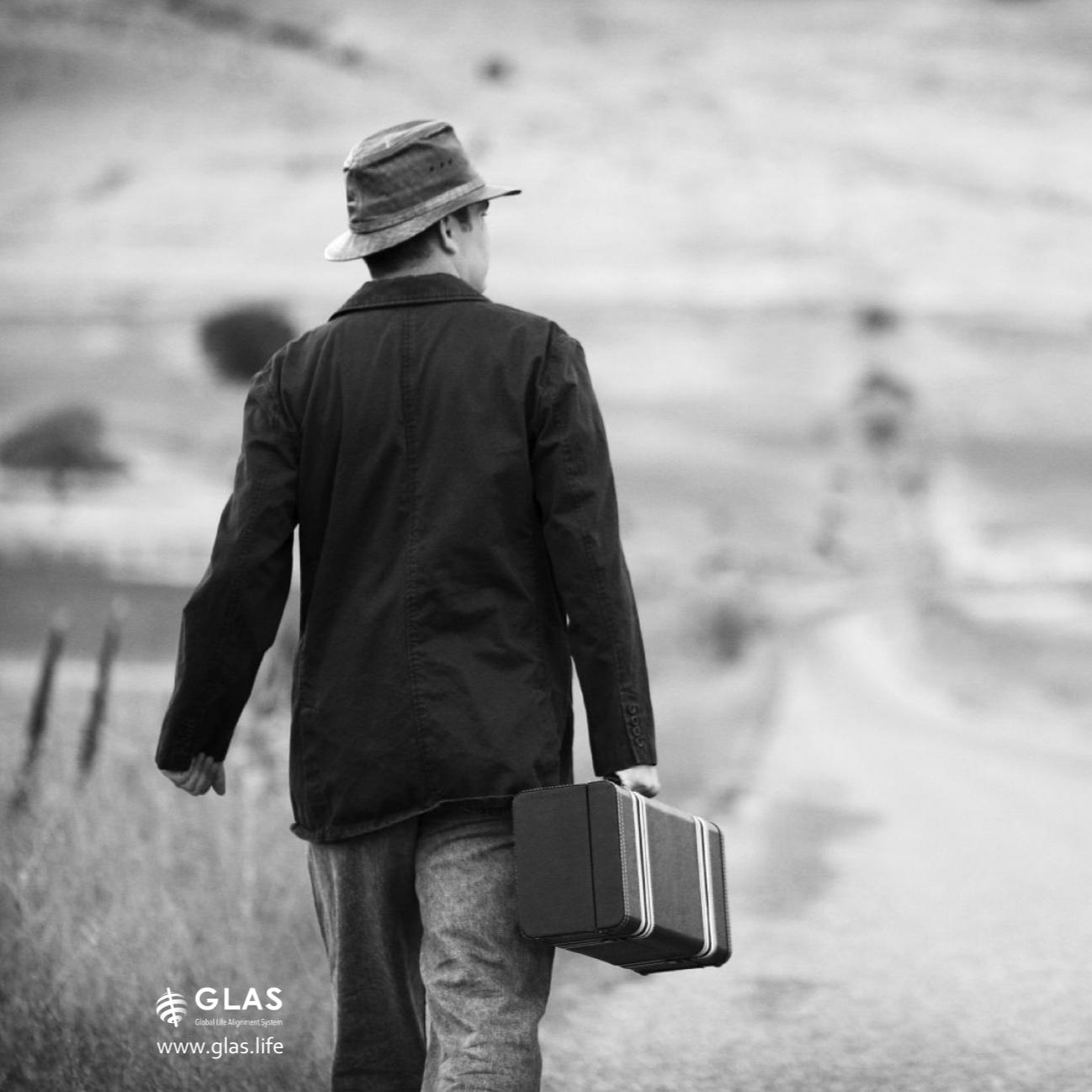 BW-man-walking-away-GLAS.jpg