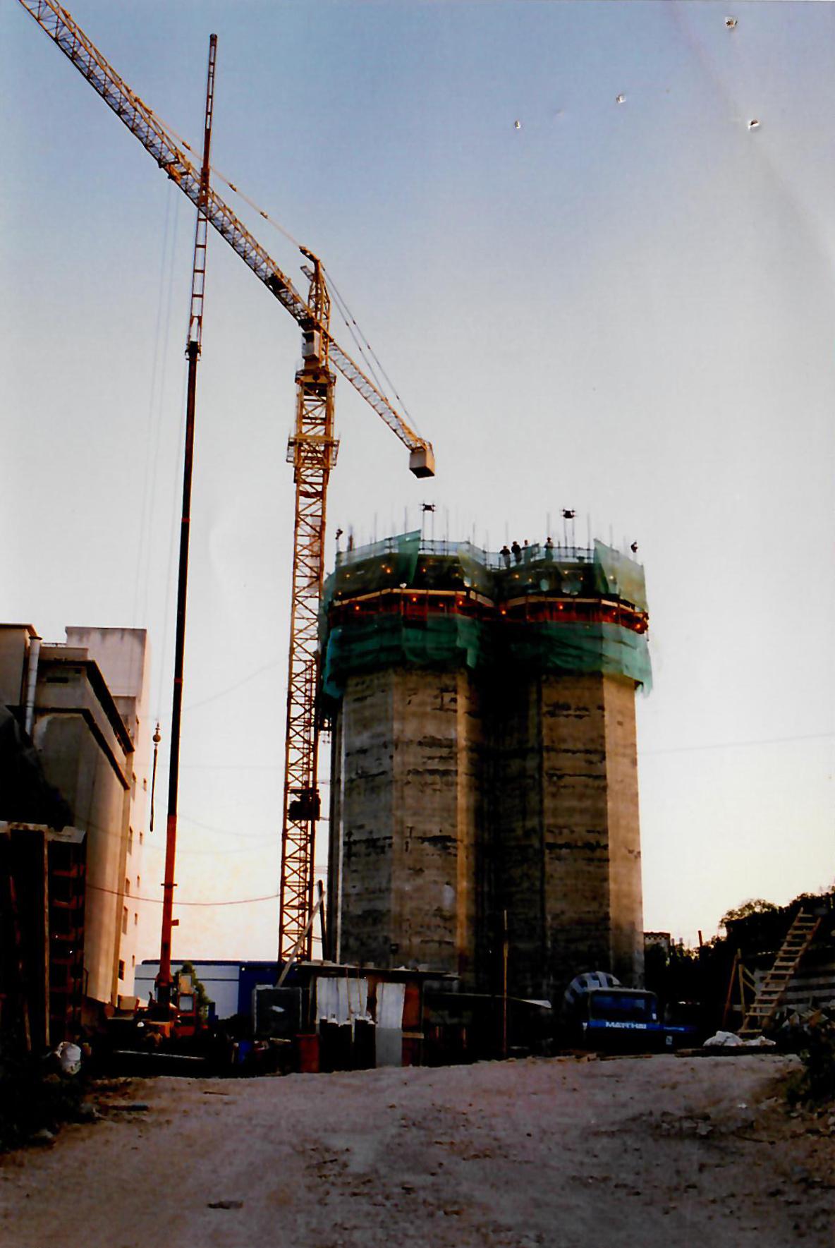silos construction 02.jpg