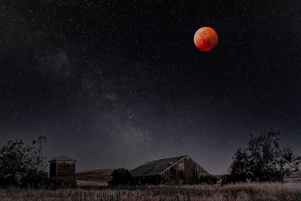 Barn_Bllod_Moon_Stars.jpg