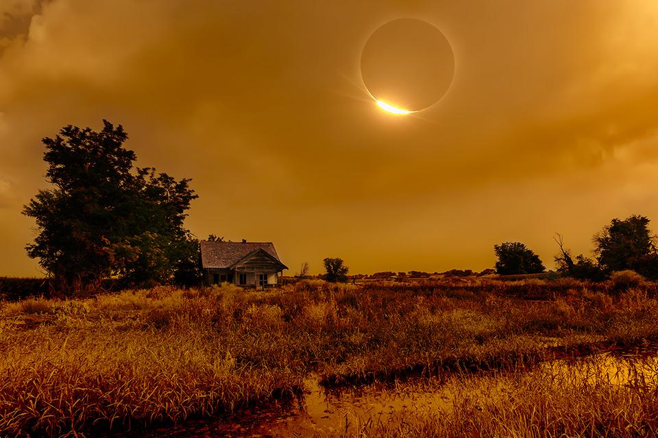 Diamond-Ring-Eclipse-over-Abandoned-Farmhouse-in-Idaho.jpg
