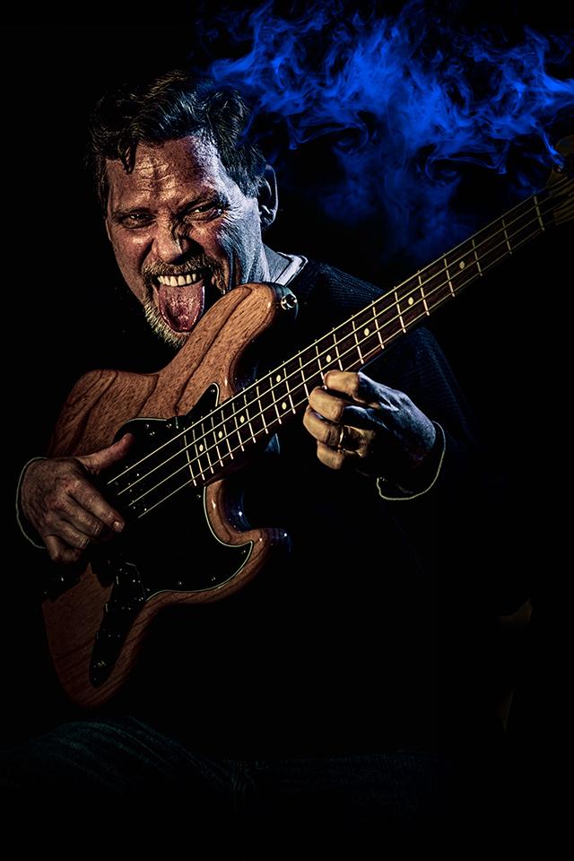 Carlton-Smokin'-on-the-bass.jpg