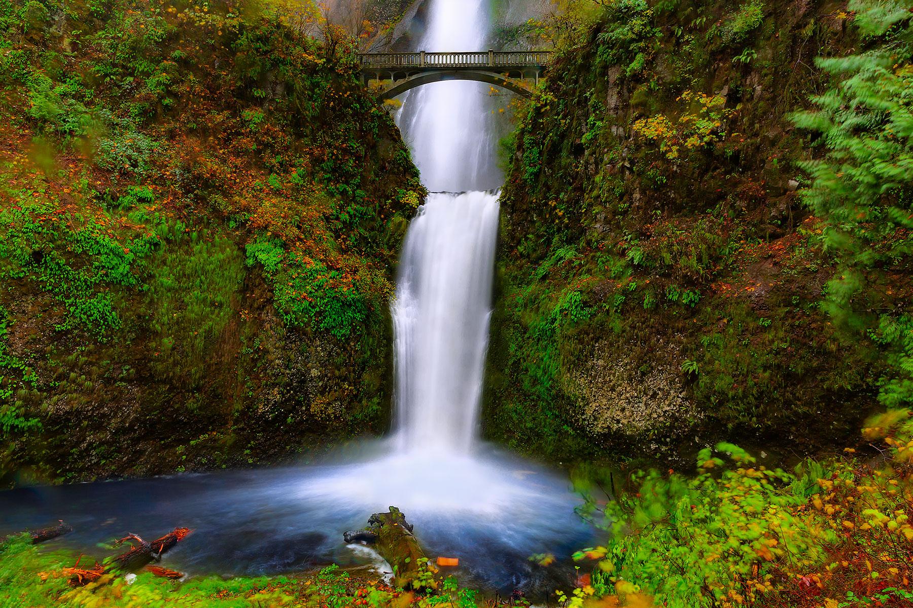 Lower-Multnomah-Falls-and-Bridge.jpg