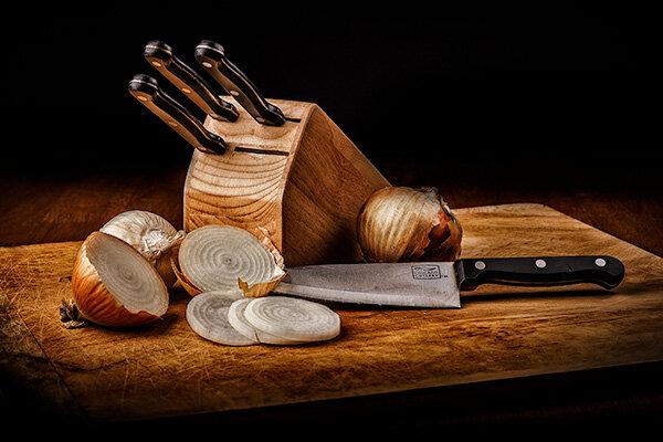 Knives_Onions.jpg