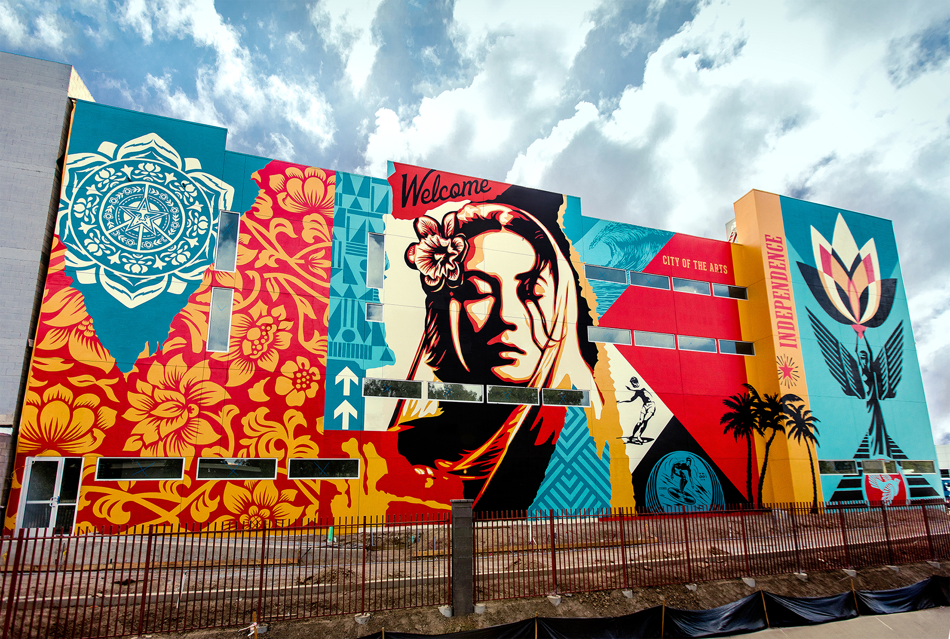 Welcome Home Mural by Shepard Fairey, at Costa Mesa, 2017. Image courtesy of Jon Furlong.