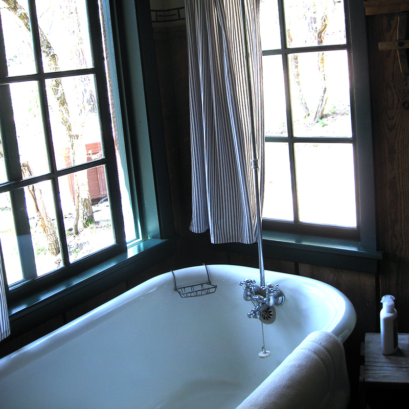 bathtub-fronier-cabin-willow-springs-cabins-rapid-city-black-hills-south-dakota