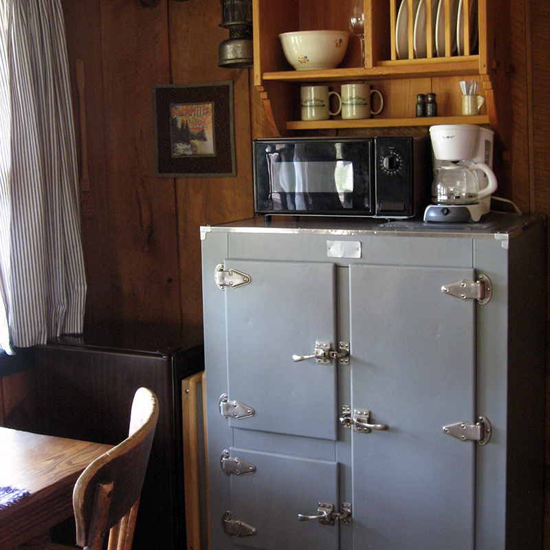 fronier-cabin-interior-willow-springs-cabins-rapid-city-black-hills-south-dakota