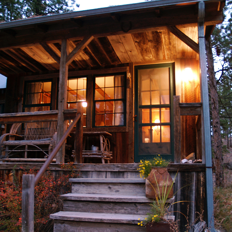 frontier-cabin-at-night-black-hills-rapid-city-south-dakota