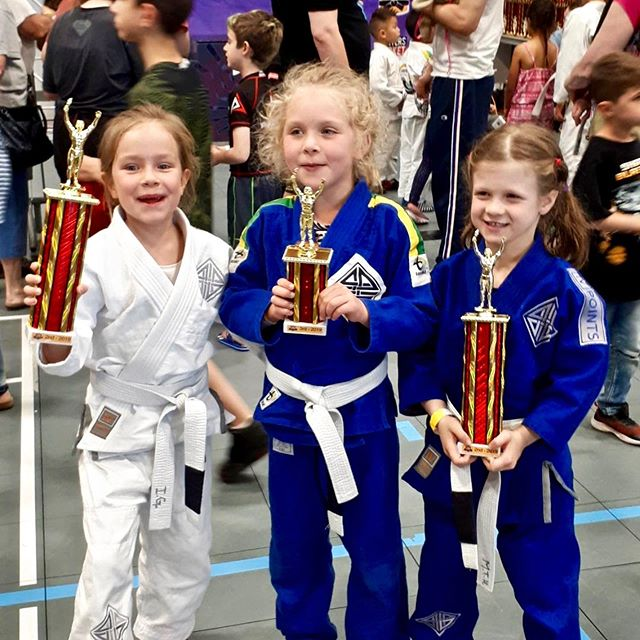 LET'S HEAR IT for Brendan, Madison, Isobel & Sophia! 👏 . .  This incredible team competed this last Saturday at @kidsjiujitsufestival and killed it!  Bringing home 1st, 2nd, and 3rd place in their different categories 🏆 We couldn't be prouder! . We also would like to congratulate to all our students who participated in this tournament - no matter the results, your work and effort demonstrate you're all true champions! . Special thanks to our instructor David Thompson, all parents who supported the representing 4Points Team at the event. #4pointsteam