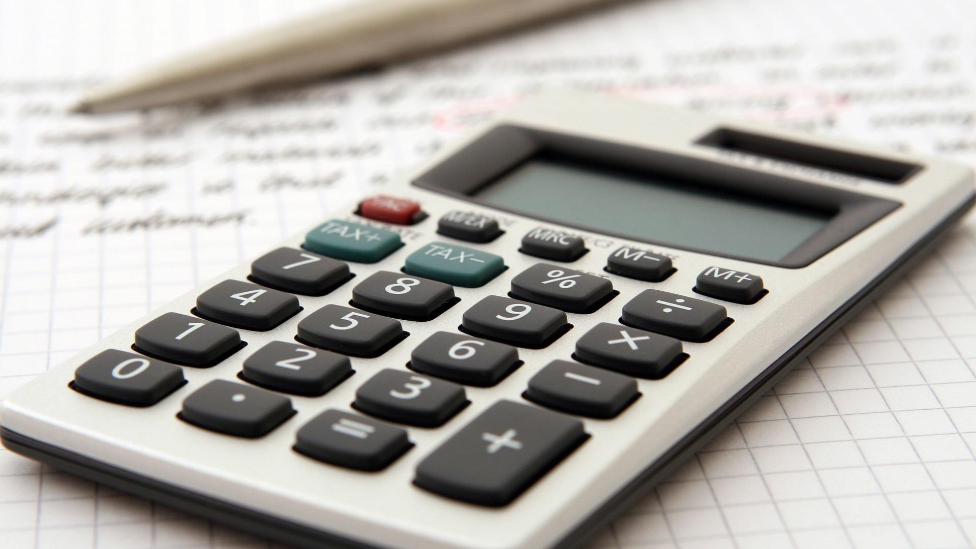 accountant-1238598_1920.jpg
