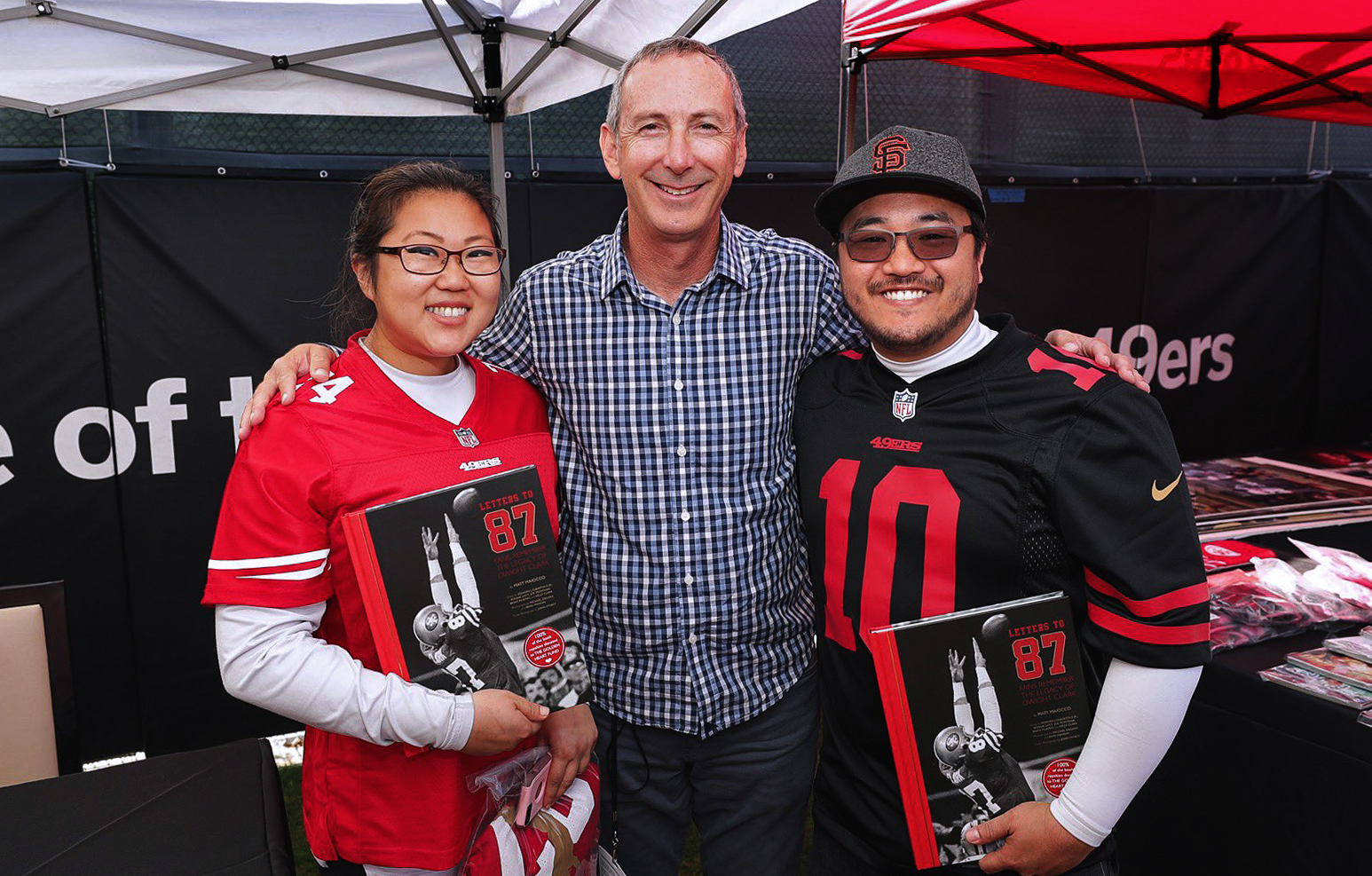 @49ers - Faithful had the opportunity to get their books signed by @MaioccoNBCS