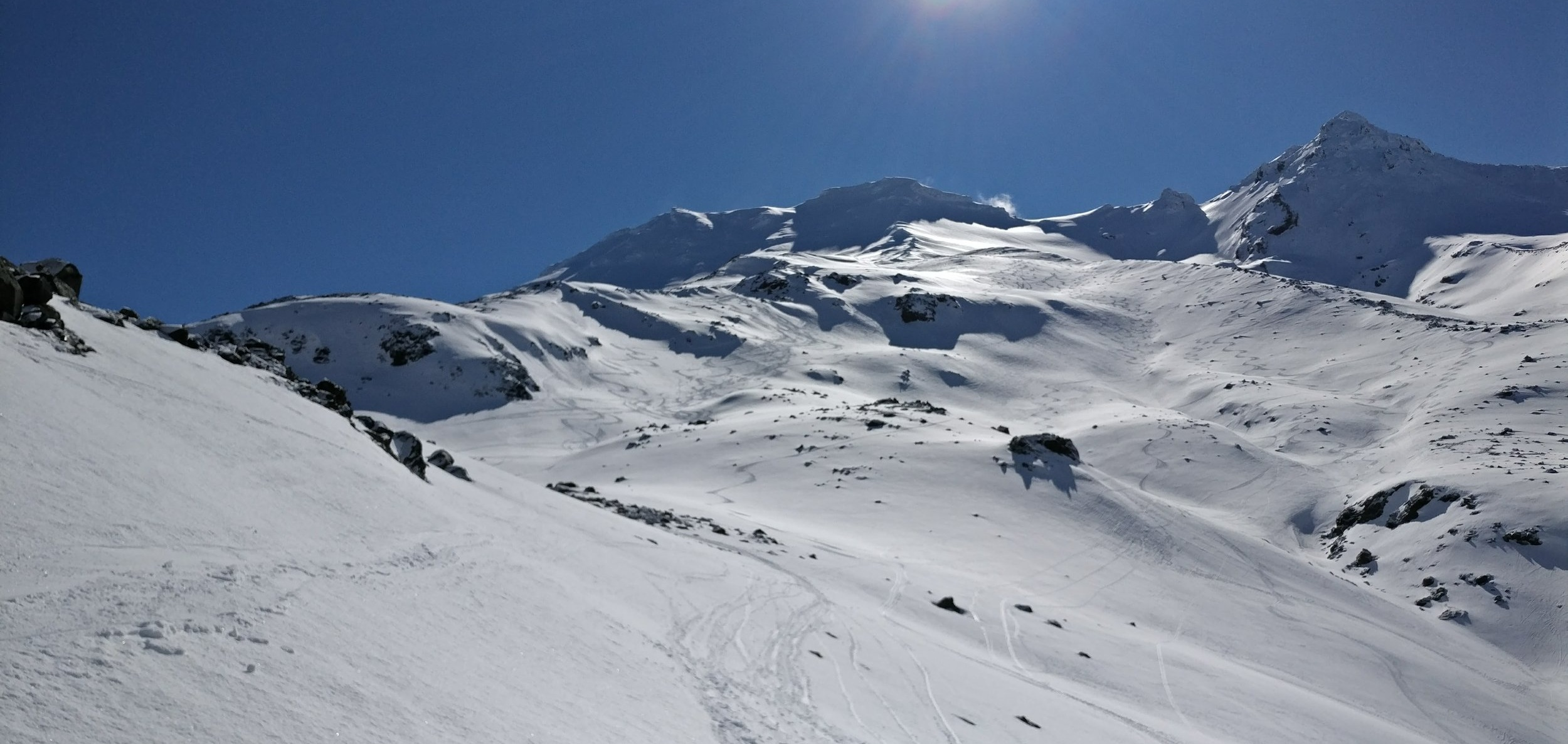 Some of the skiable terrain to the east of Turoa. Makes for some great freeriding!