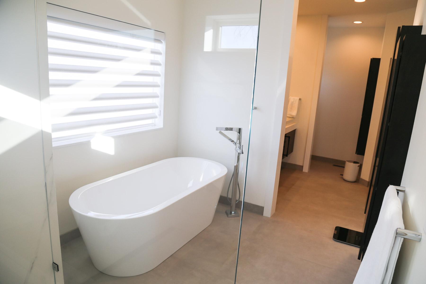 Bathroom-3.JPG