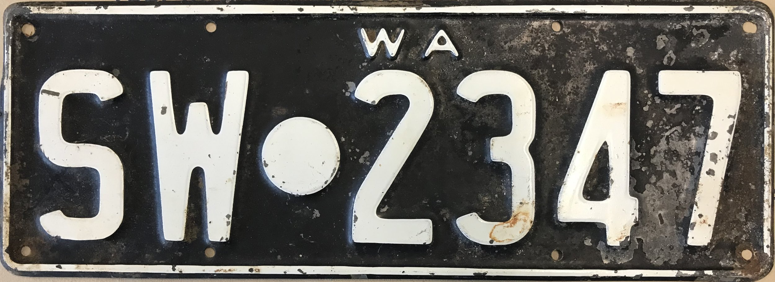1930s Swan Roads Board licence plate SW 2347, courtesy RAC Archives.