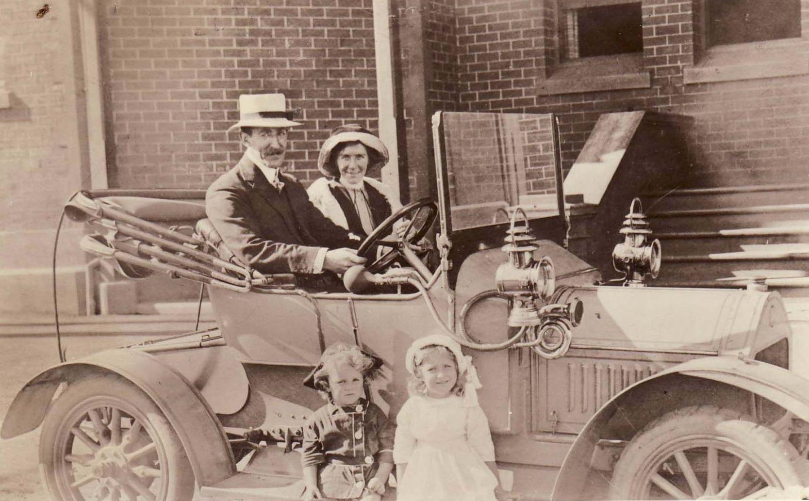 Horace Hilda Family & Darracq