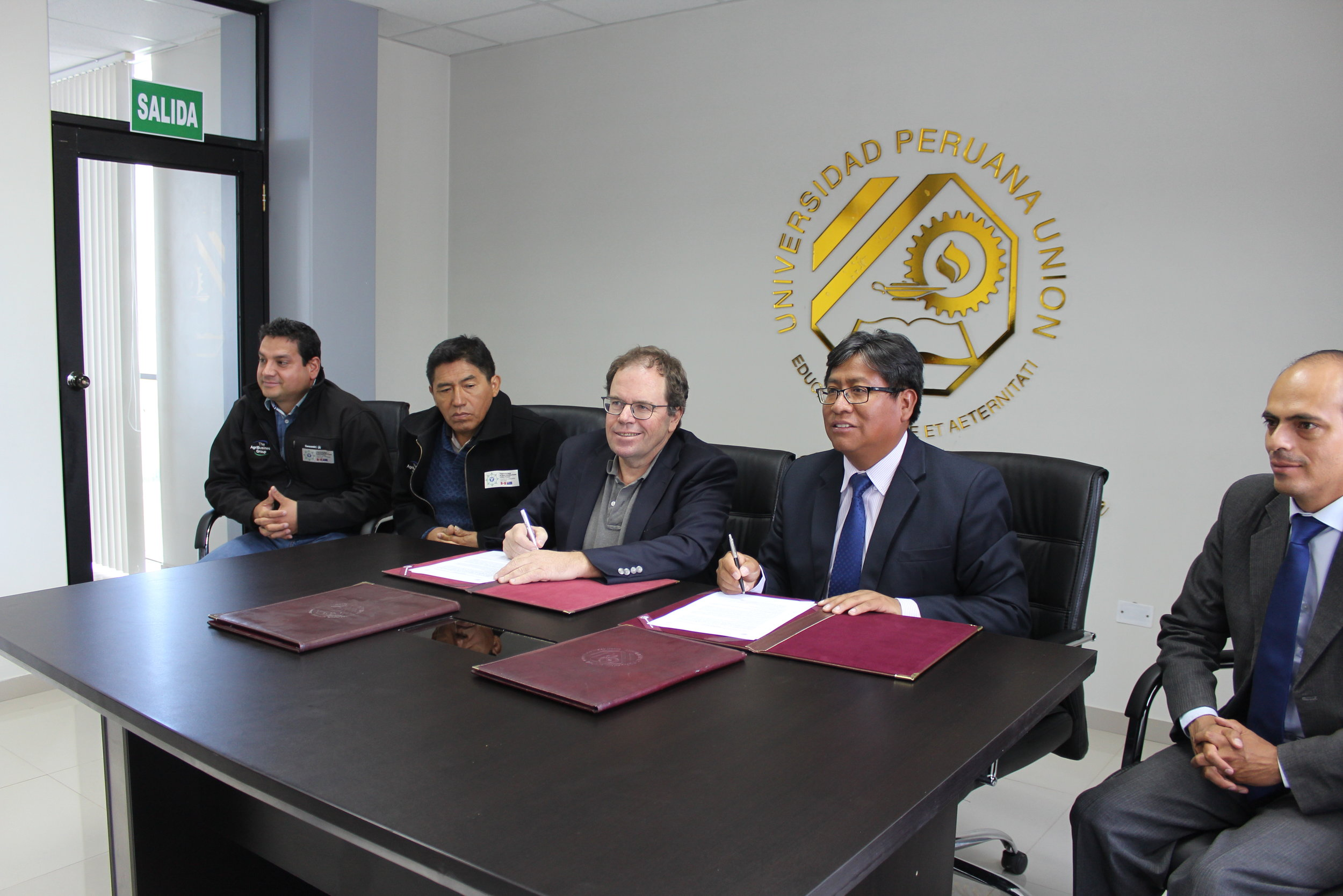 Renzo Cuadros (RC-Puno), Cesar Pinares (Int. Coordinator) and Jon Manhire (Director TAG) signing of a Letter of Intention Agreement with Universidad Peruana Union, Juliaca, Puno.