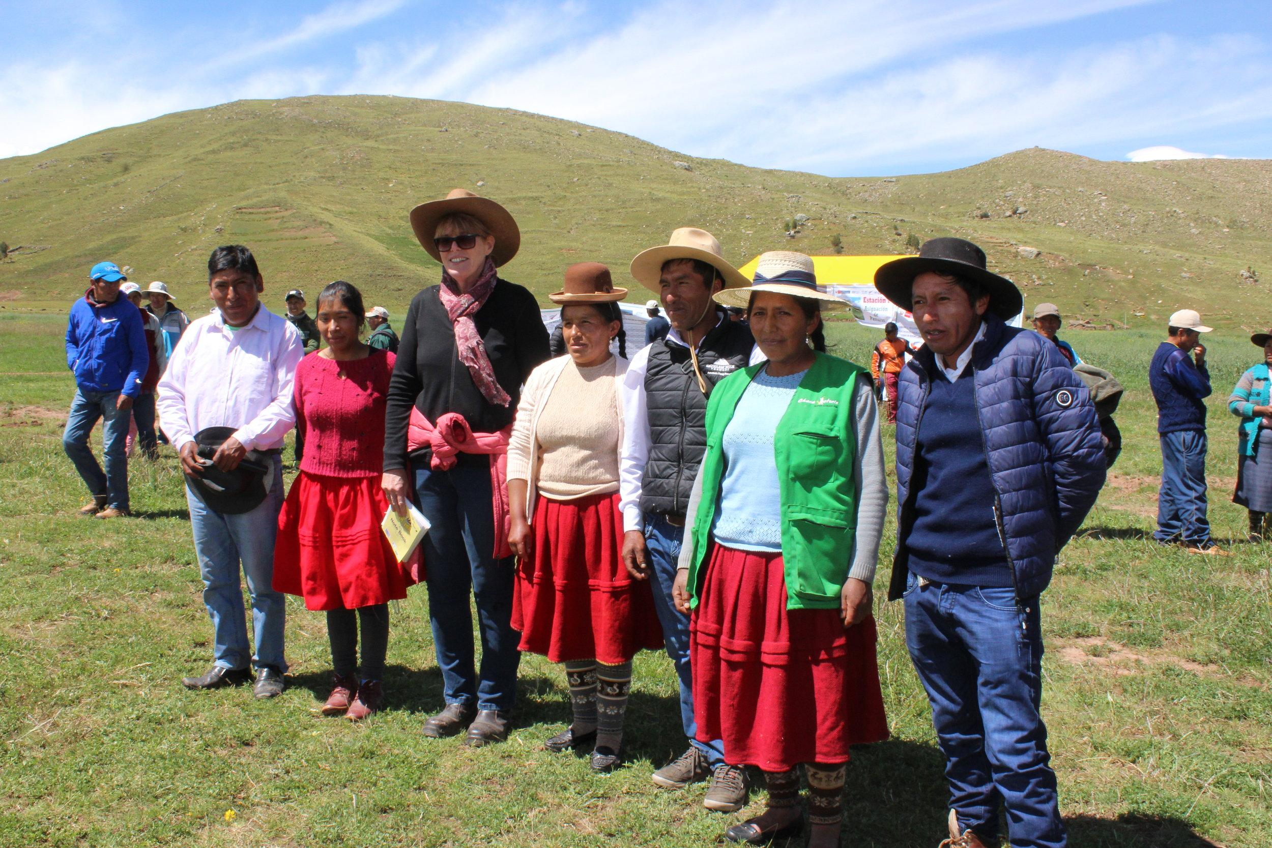 Miranda Hunter (Consultant, Dairy Husbandry) with Pilot farmers in Tirapata, Puno