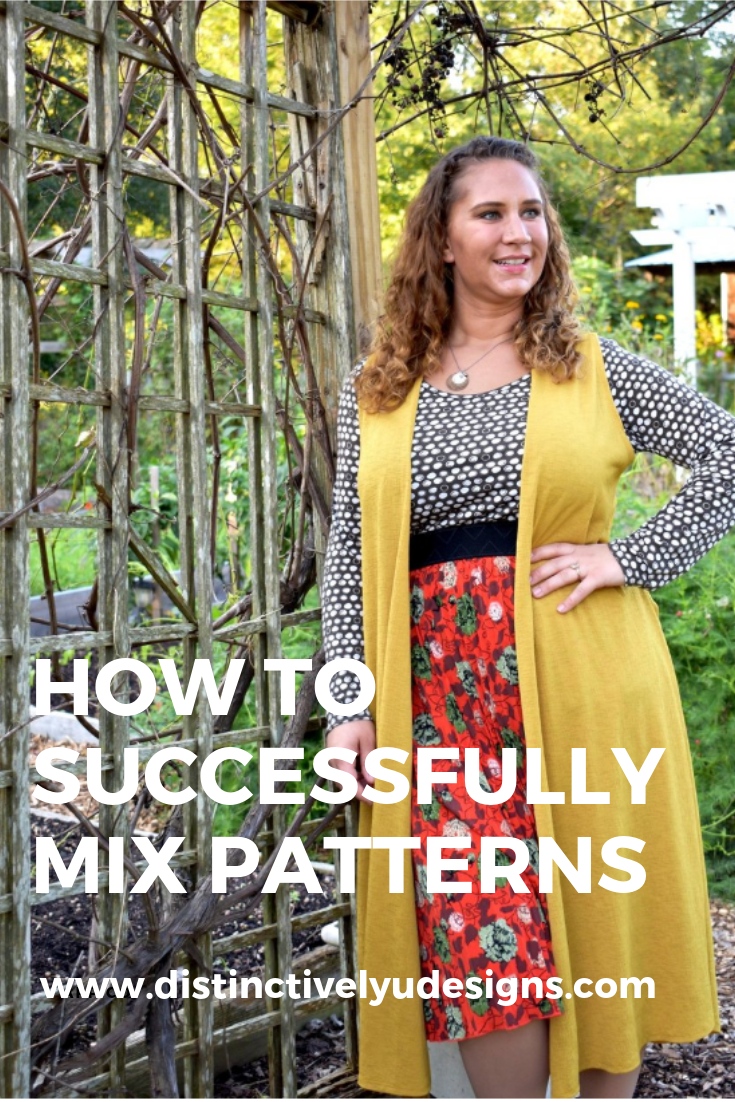 How to wear patterns. Mixing patterns can be intimidating but also intriguing when done correctly!  #howtowear #patterns Personalized styling, in person, virtual styling, interior design..