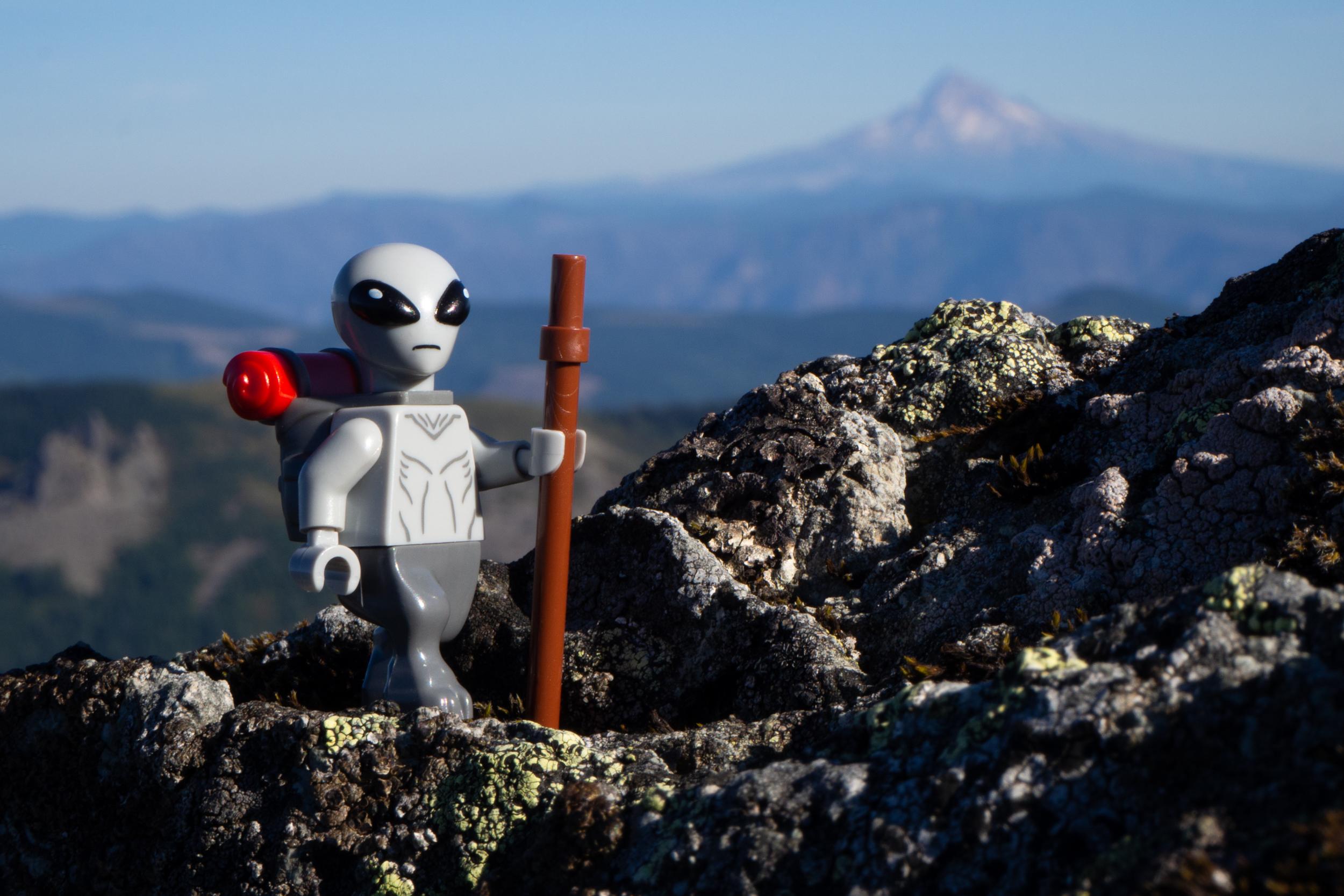 lego_alien_traversing_silverstar_mountain_leila_chieko.jpg