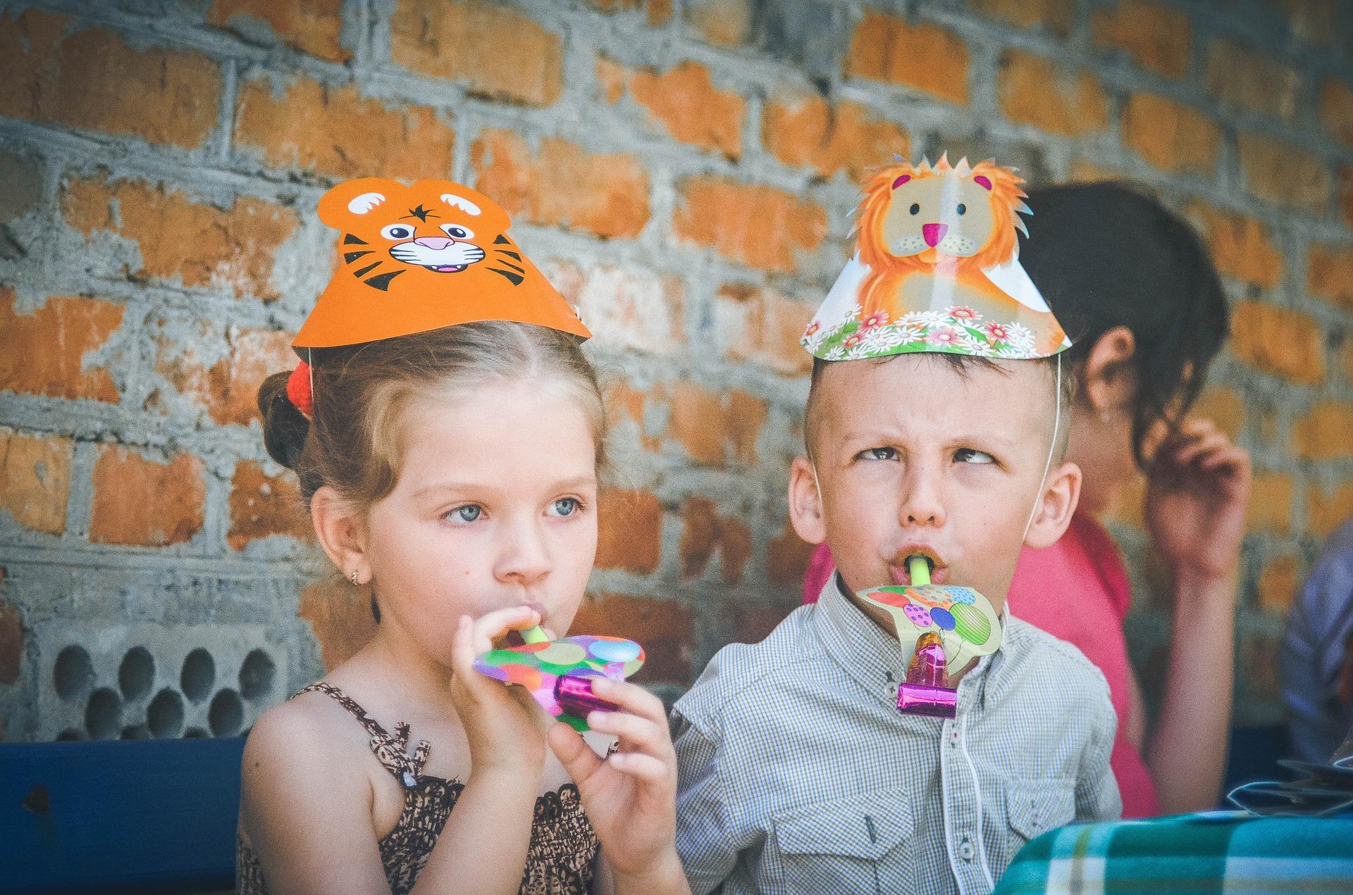 SET UP A KIDS CRAFT EVENT -