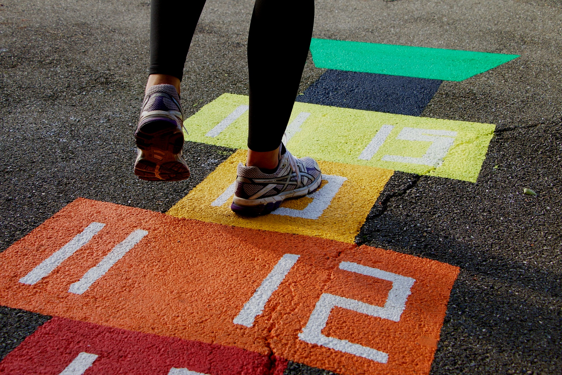 PAINT CROSSWALK ON AN INTERSECTION -