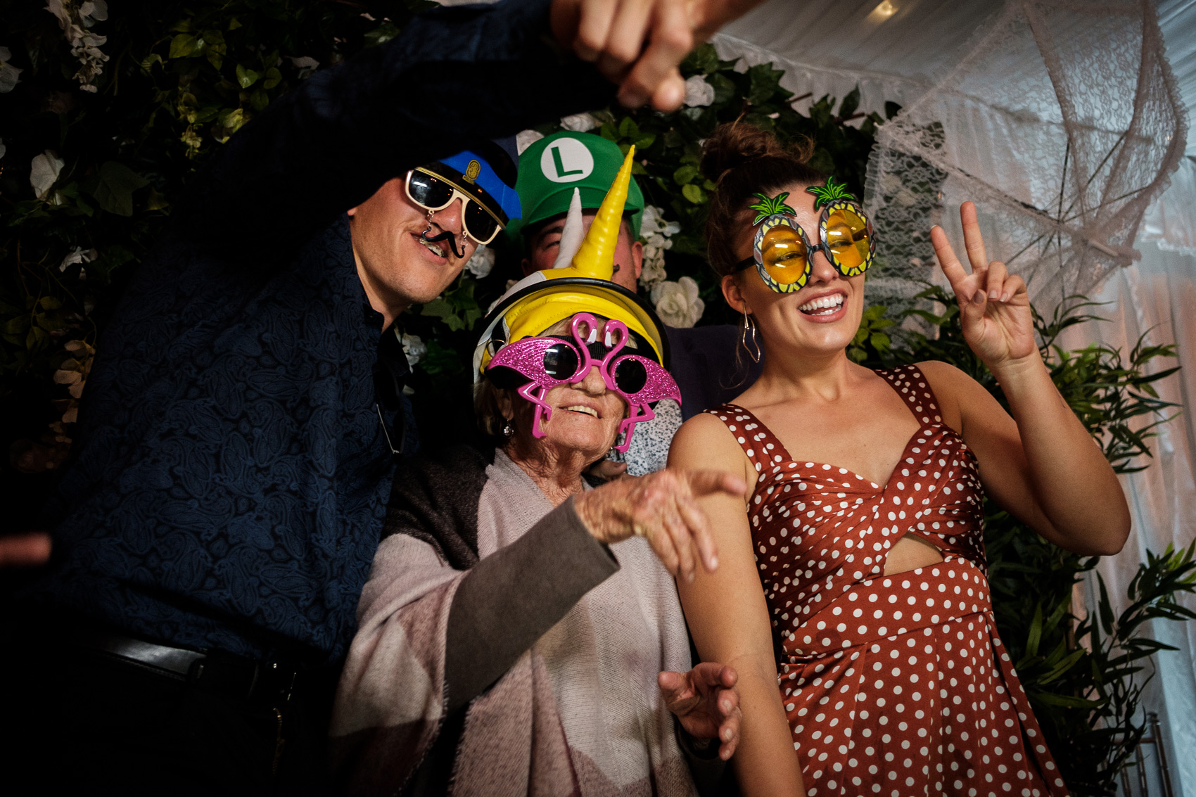 Braeside Chapel wedding fun, relaxed adventurous wedding photography gold coast