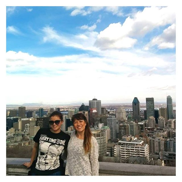 Montréal, je serais avec toi dans exactement 1 mois jusqu'à Octobre !!! J'ai juste TROP HÂTE 😍😍. Photo prise en 2014 avec la best Cindy Joaquin au Mont-Royal. -- Montreal, I'll be with you in exactly one month until October!  I just can't wait 😍😍. Photo taken in 2014 with the best Cindy Joaquin on the top of Mount Royal