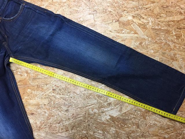 ④-2 股下の測定位置その2。前側の裾端までを計測(※注:内側のステッチには沿わせないで計測しております)。