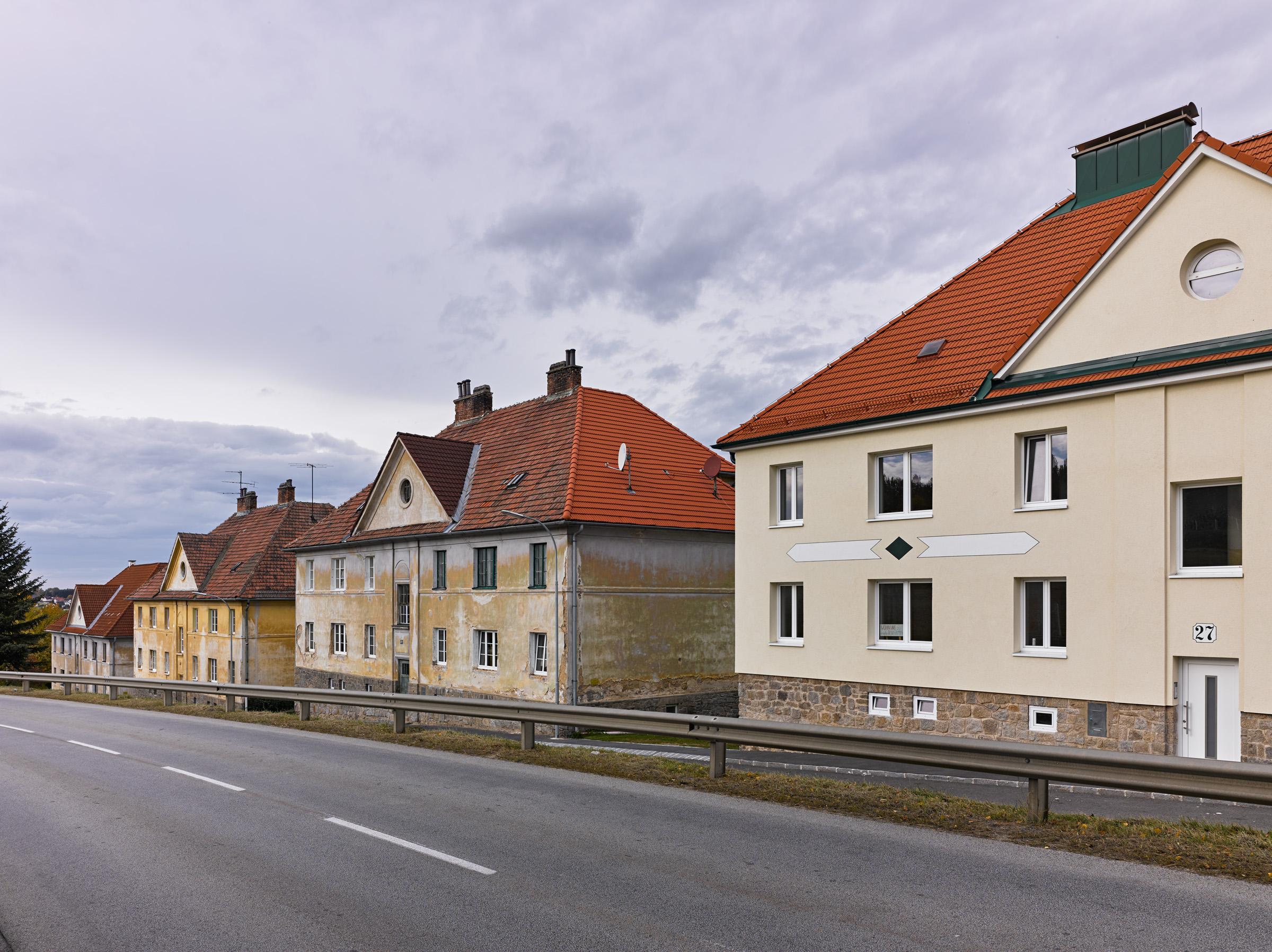 Arbeiterwohnhäuser Heidenreichstein 01.jpg