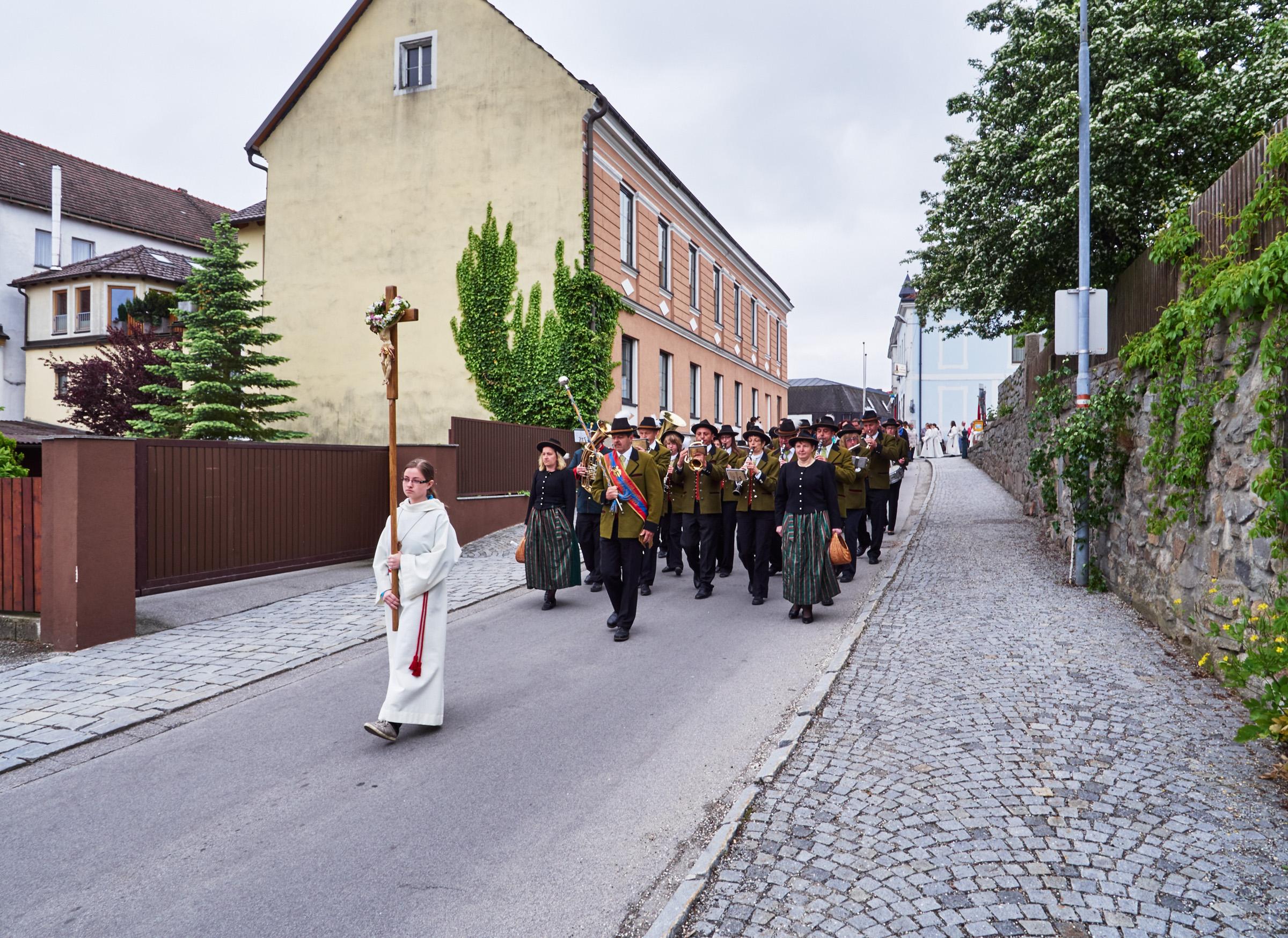 Stadtkapelle und Fronleichnamsprozession Schrems 04.jpg