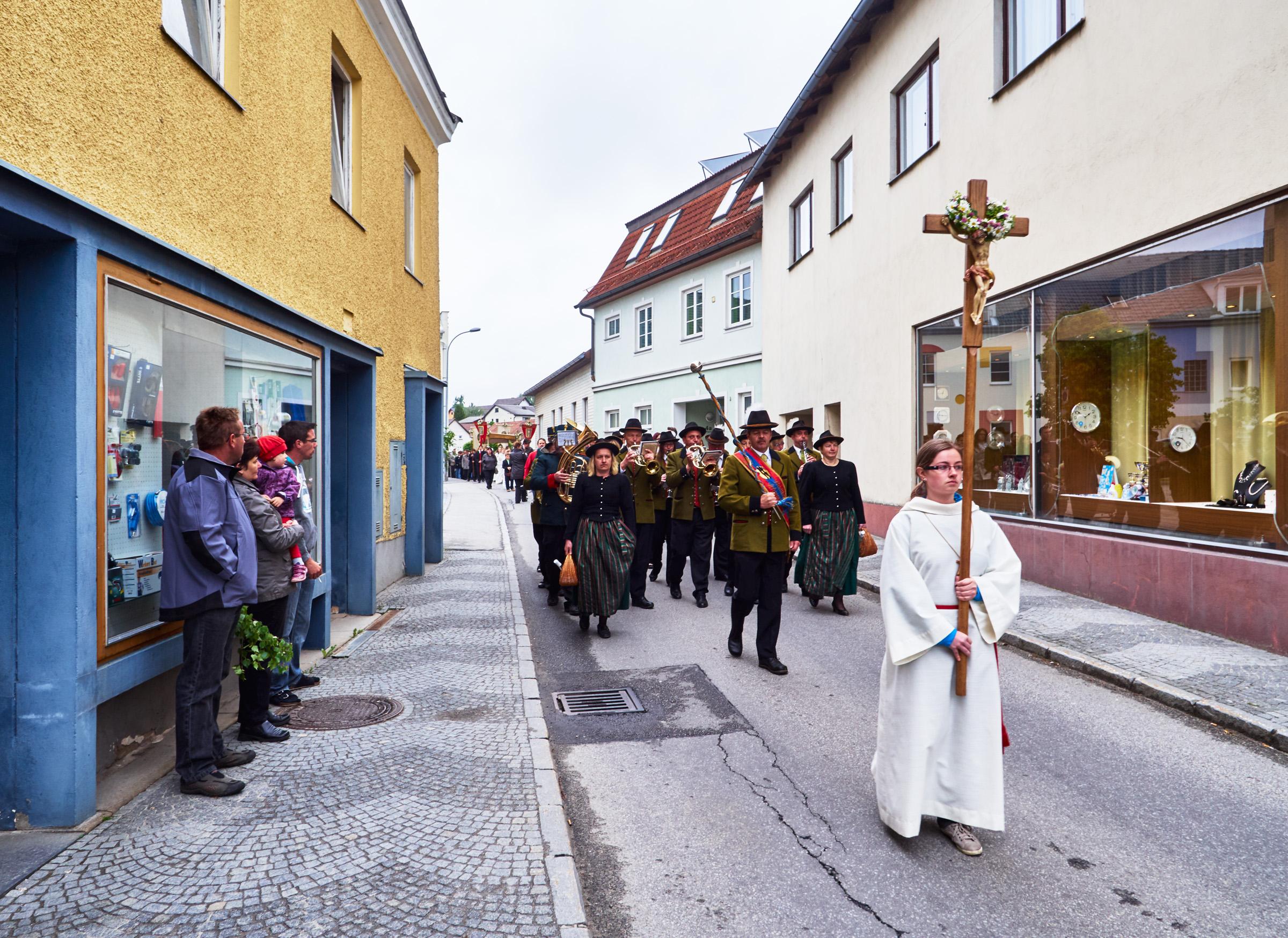 Stadtkapelle und Fronleichnamsprozession Schrems 10.jpg
