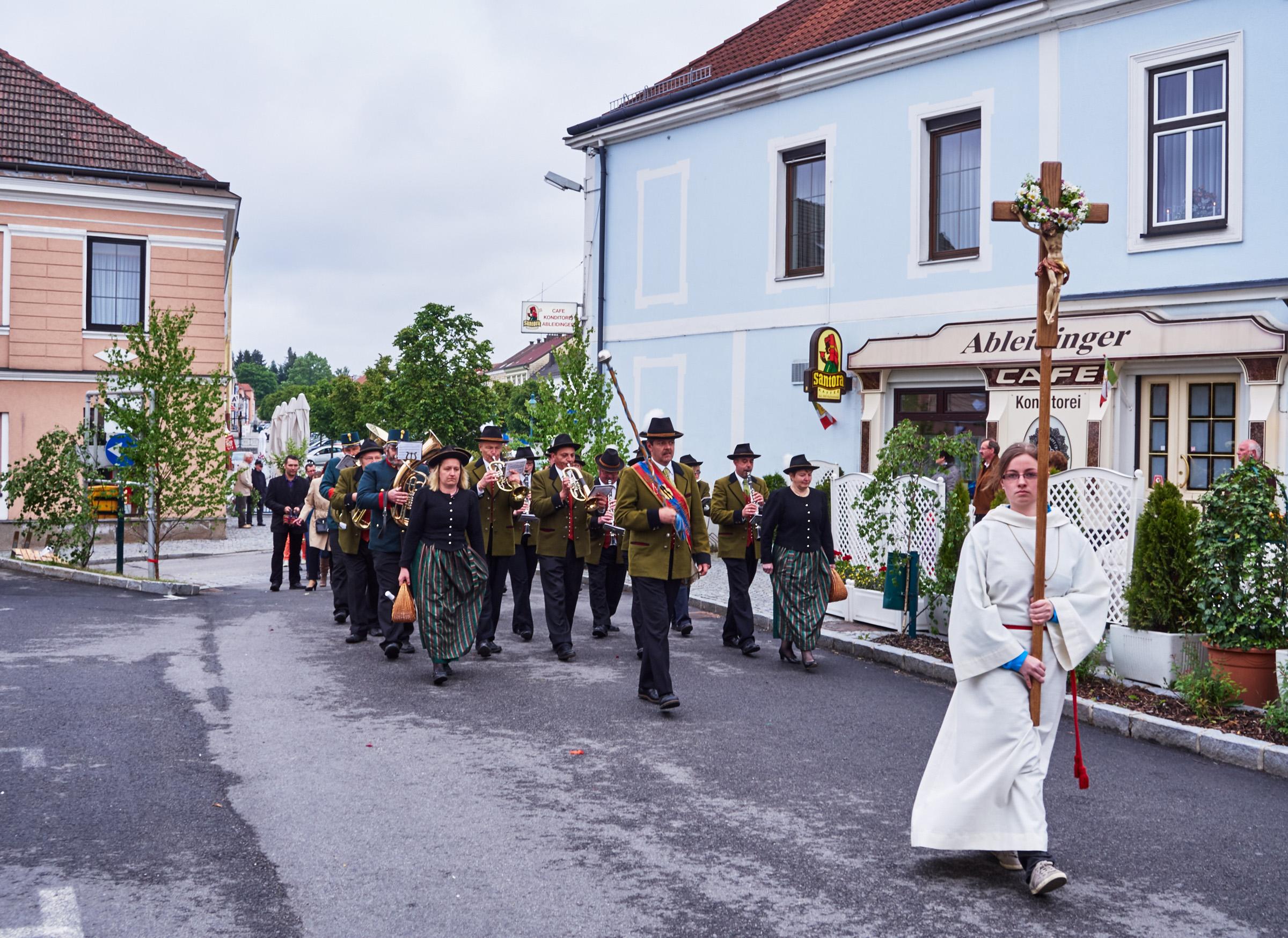 Stadtkapelle und Fronleichnamsprozession Schrems 13.jpg