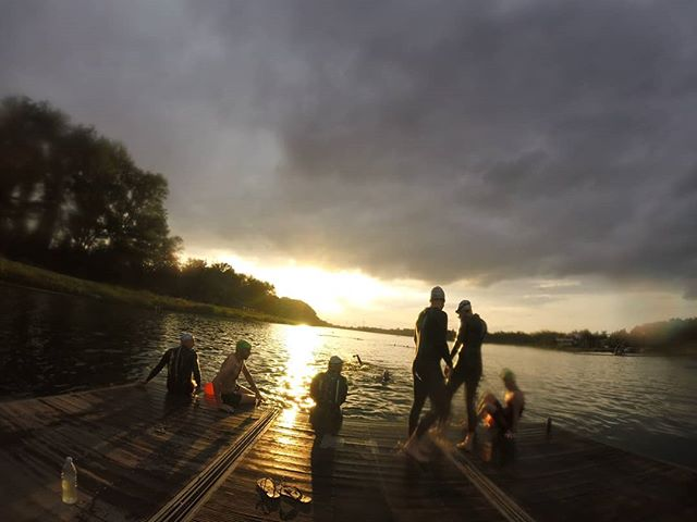 Open water session 🌞🏊👌 Hydrate before and during, recovery after 💪 - - - - - #openwater #swim #swimming #swimlife #trilife #sportsnutrition #innovative #supplements #for #sports #endurance #recovery #sunset  #sunsetswim