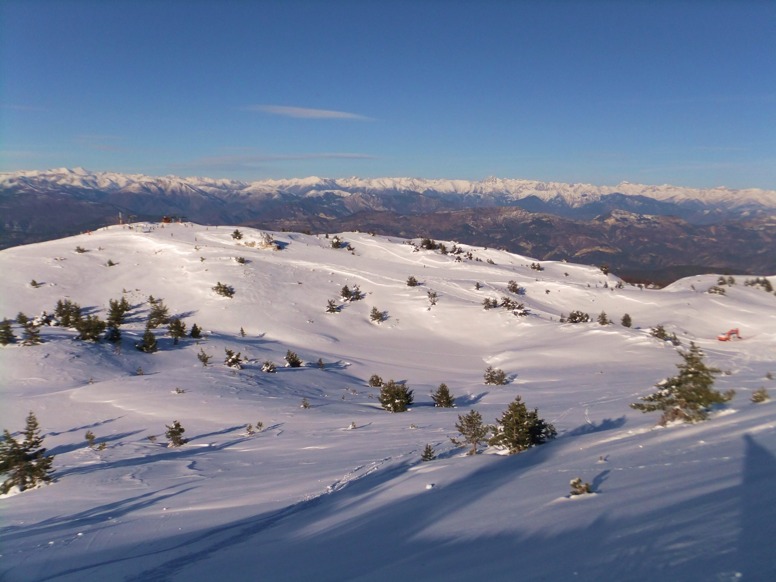 Greolières_Les_Neiges,_View_to_the_Alps_-_panoramio.jpg