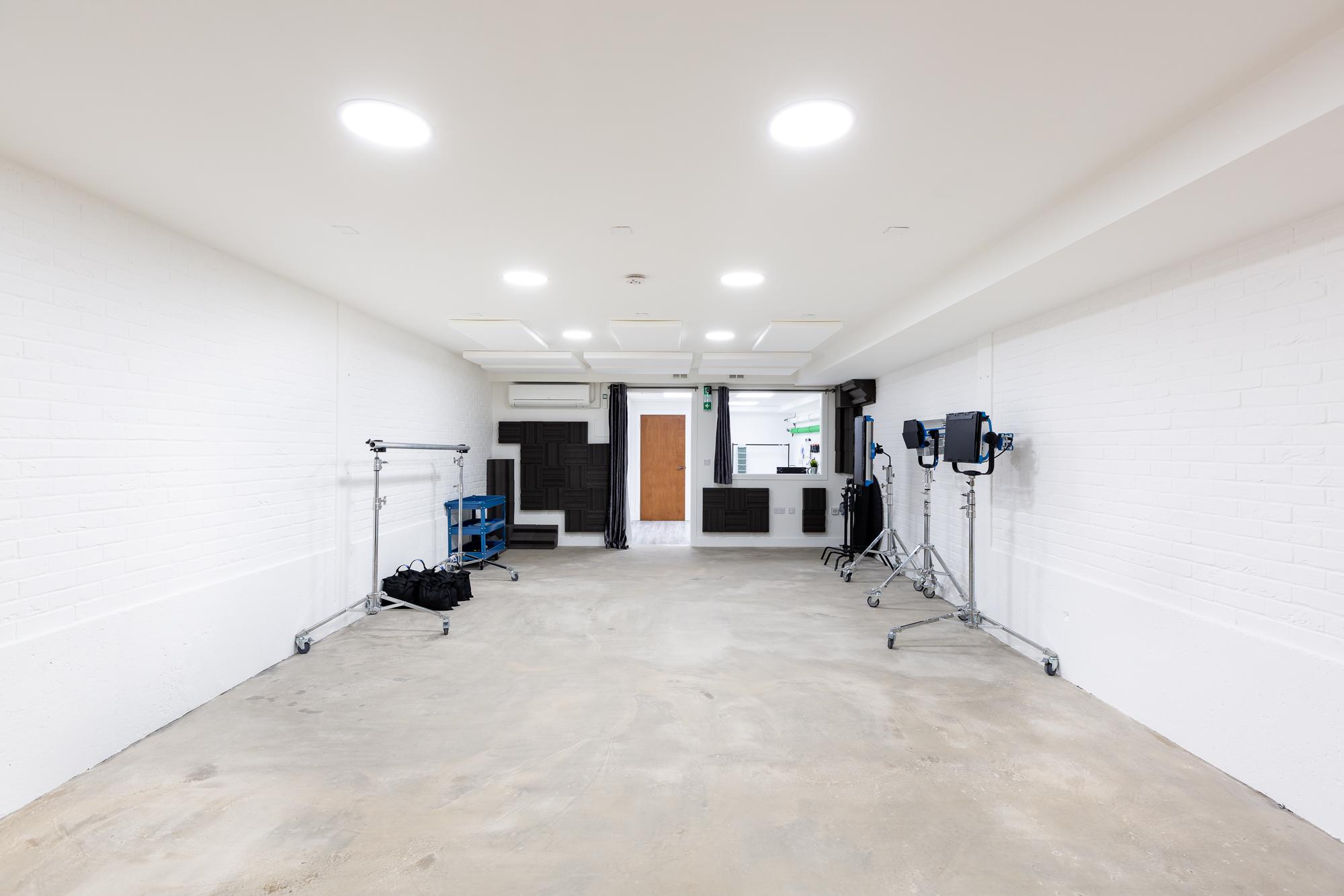 Studio (Reverse)