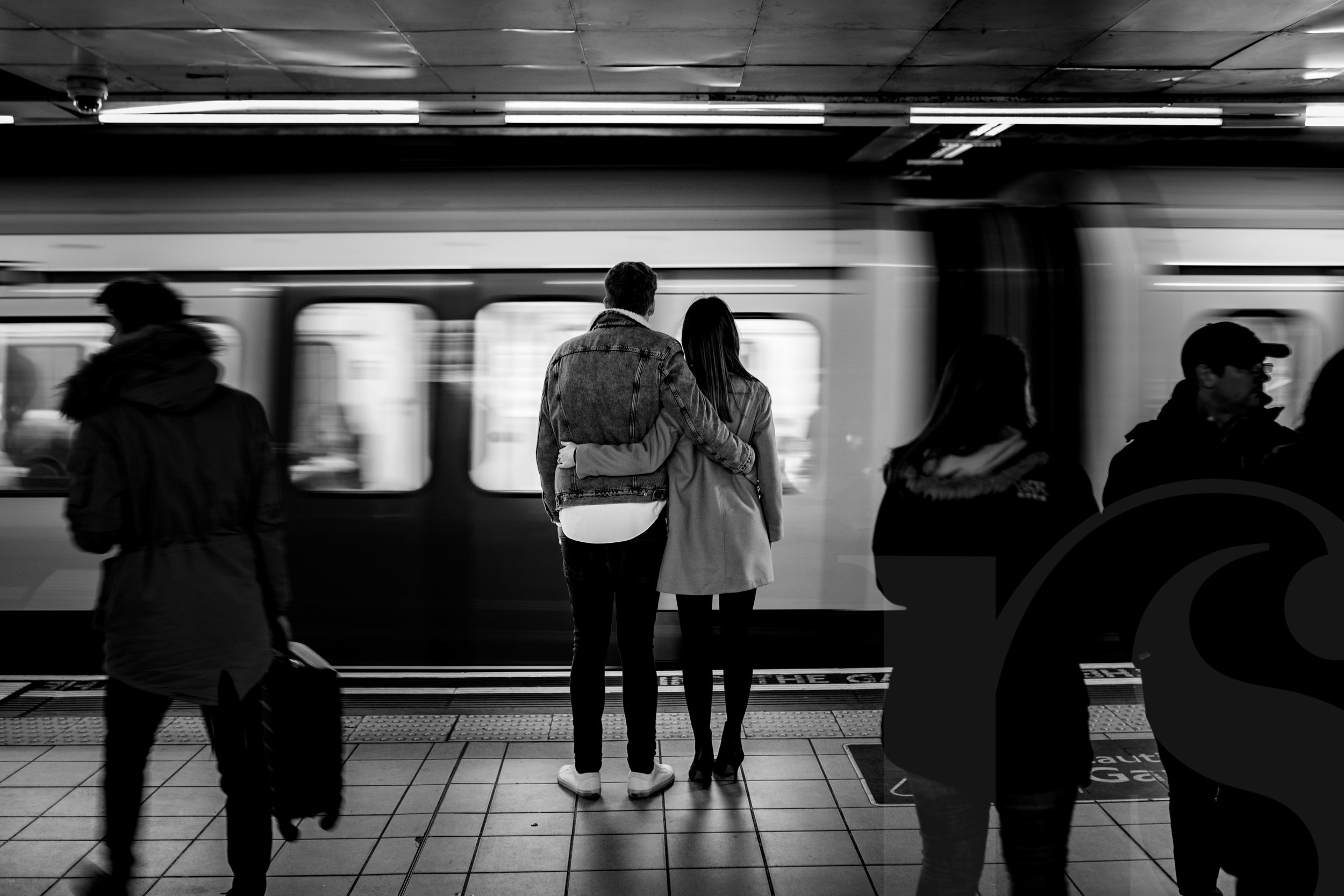 london-underground-engagement-photography-2.jpg