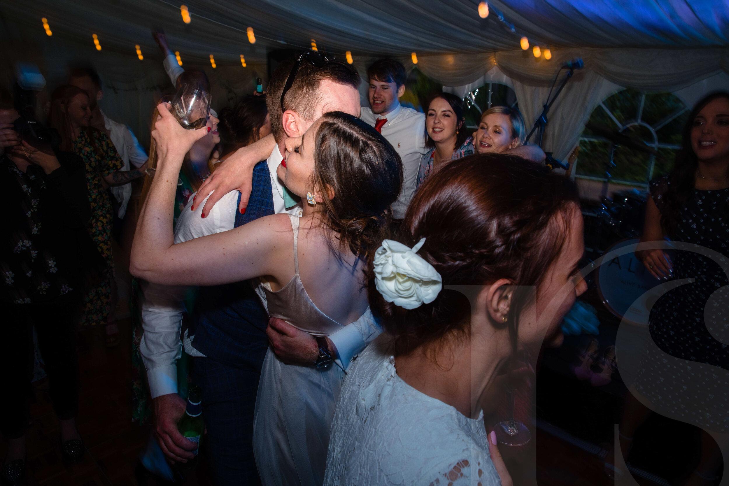 marquee-wiltshire-wedding-photographer-2.jpg