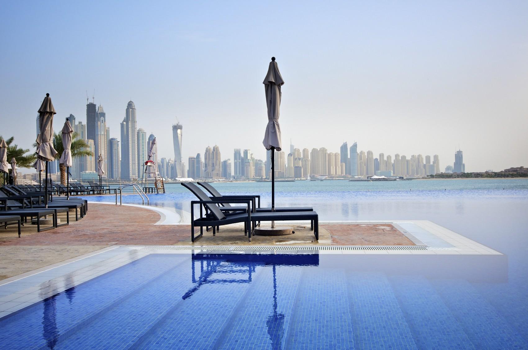 britishairways_Dubai_Pool.jpg