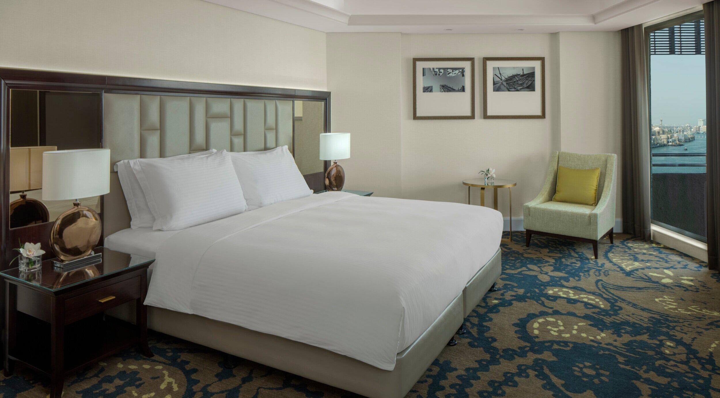 Radisson Blu Hotel Dubai Deira Creek Suite