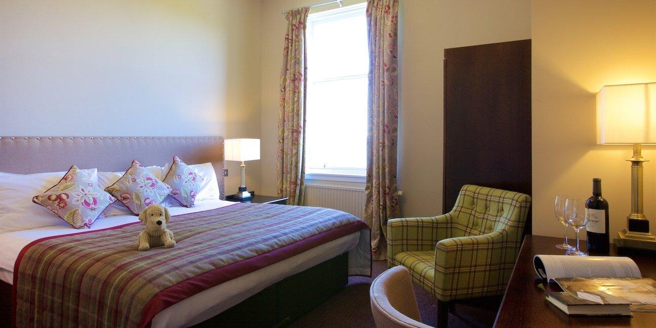 Stonefield Castle Scotland room.jpg