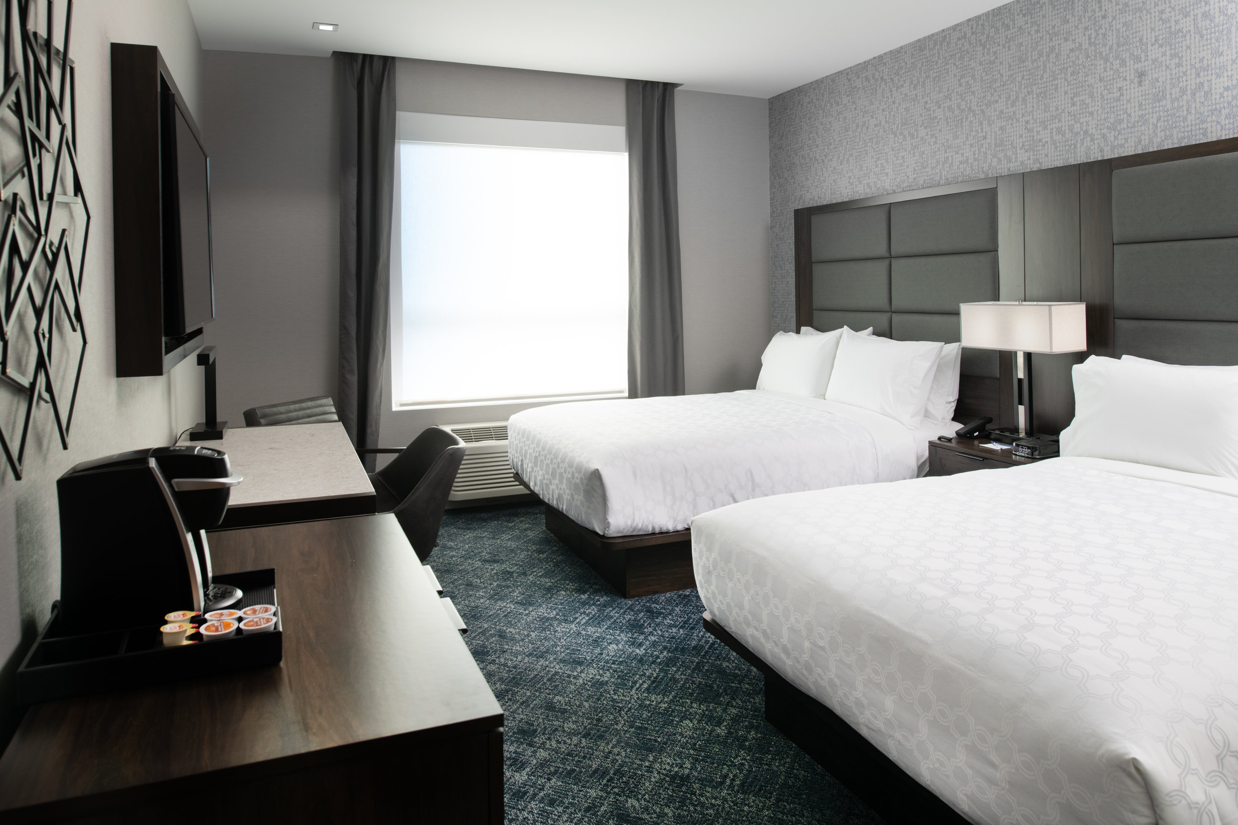 Holiday Inn Express Boston-Quincy - The Holiday Inn Express offers 92 guestrooms featuring a modern design providing a fresh, contemporary space including multi-functional seating, plush bedding and smart bedside charging outlets.