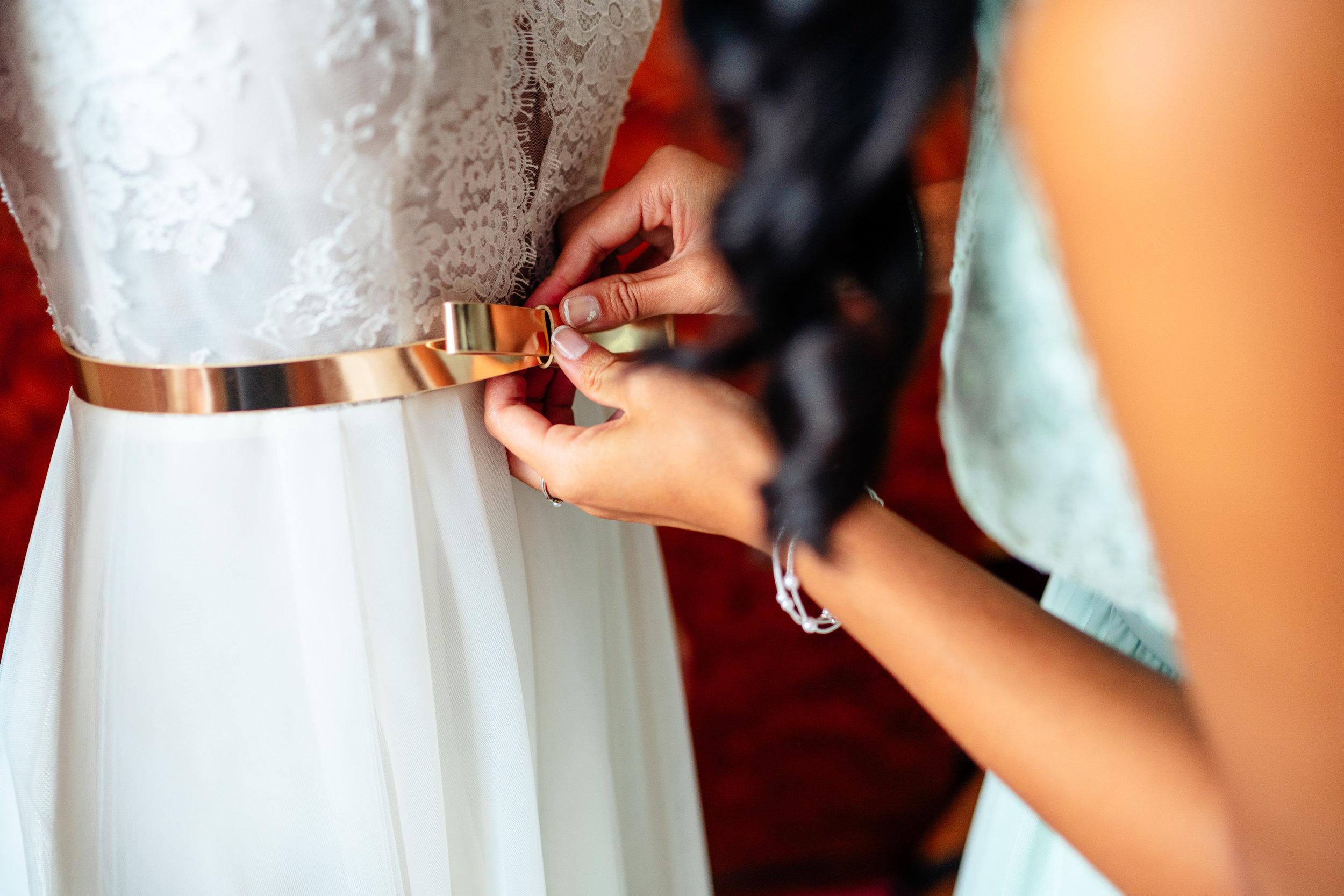 """Styling - Braut und Bräutigam sind am Morgen der Hochzeit in voller Vorfreude und Spannung auf den großen Moment der ersten Begegnung. Die Vorbereitungen auf den """"First look"""