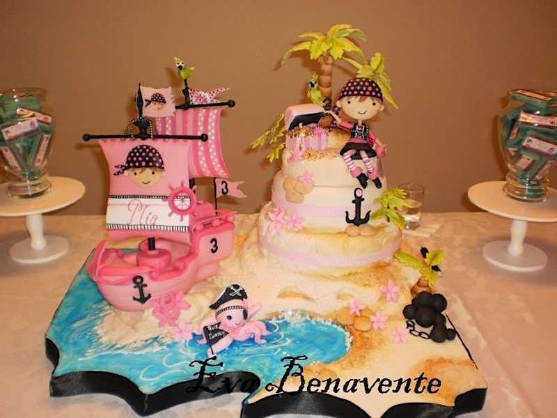 900_2696338NXn_cake-girl-pirate.jpg