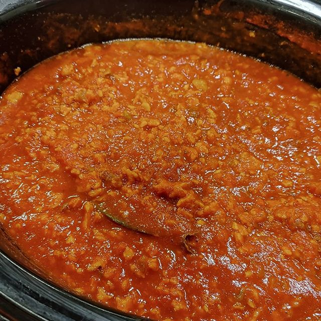 Neil cooked both bolognese sauce and taco meat at last week's Arnold Classic using Longéve plant-based protein crumbles plain. People were amazed it was plant-based! Stop by booth 114 this weekend at Natural Products West to try them again! #healthylifestyle #plantbaseddiet #expowest2019 #naturalproductsexpowest