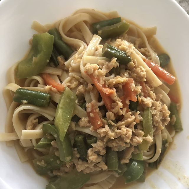 Curry noodles with Longéve plant based protein crumbles. The possibilities! #plantbased #plantbaseddiet #veganfood