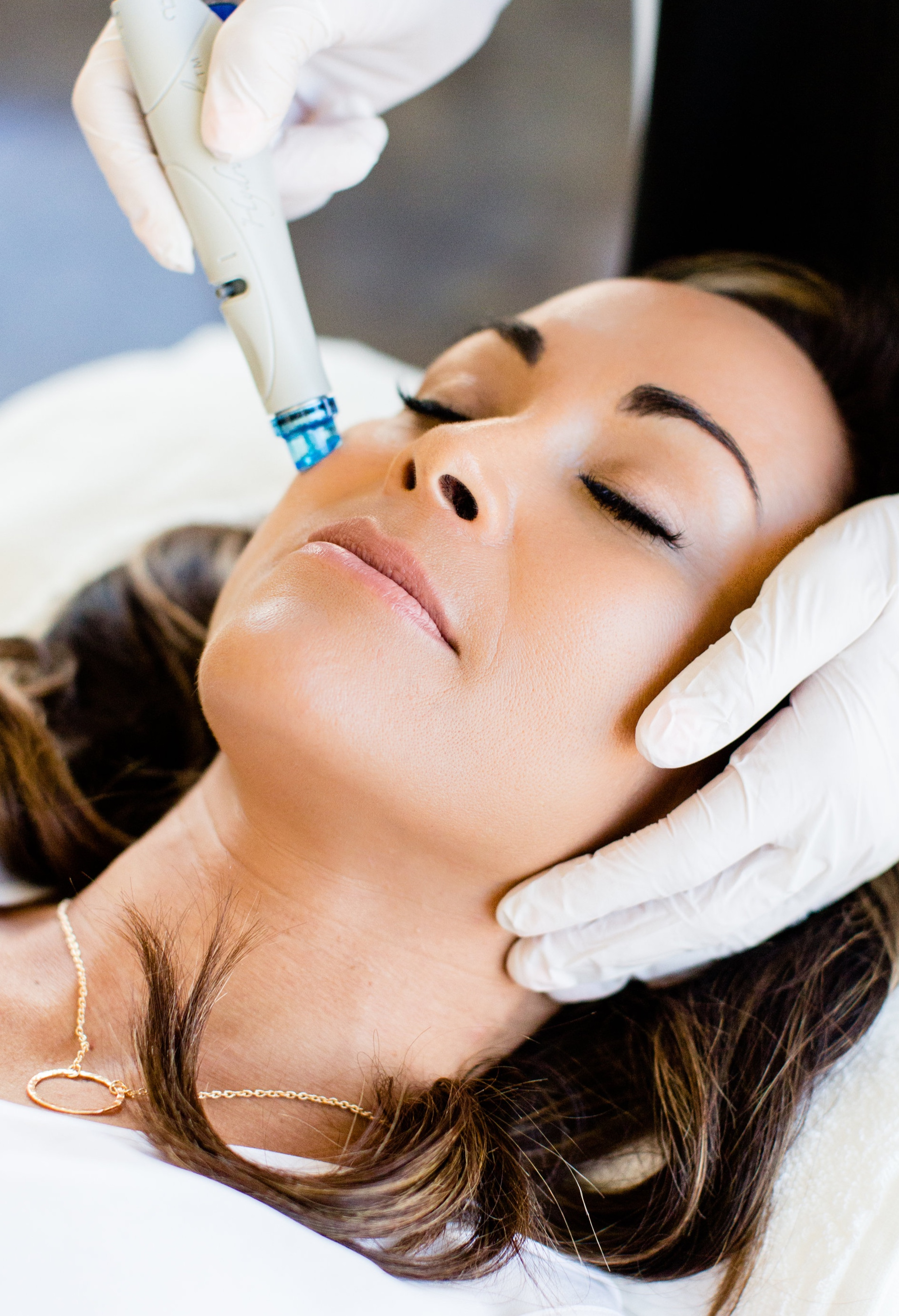 SKIN HEALTH DOESN'T NEED TO BE COMPLICATED   The HydraFacial treatment can be tailored to safely & effectively address your unique needs.