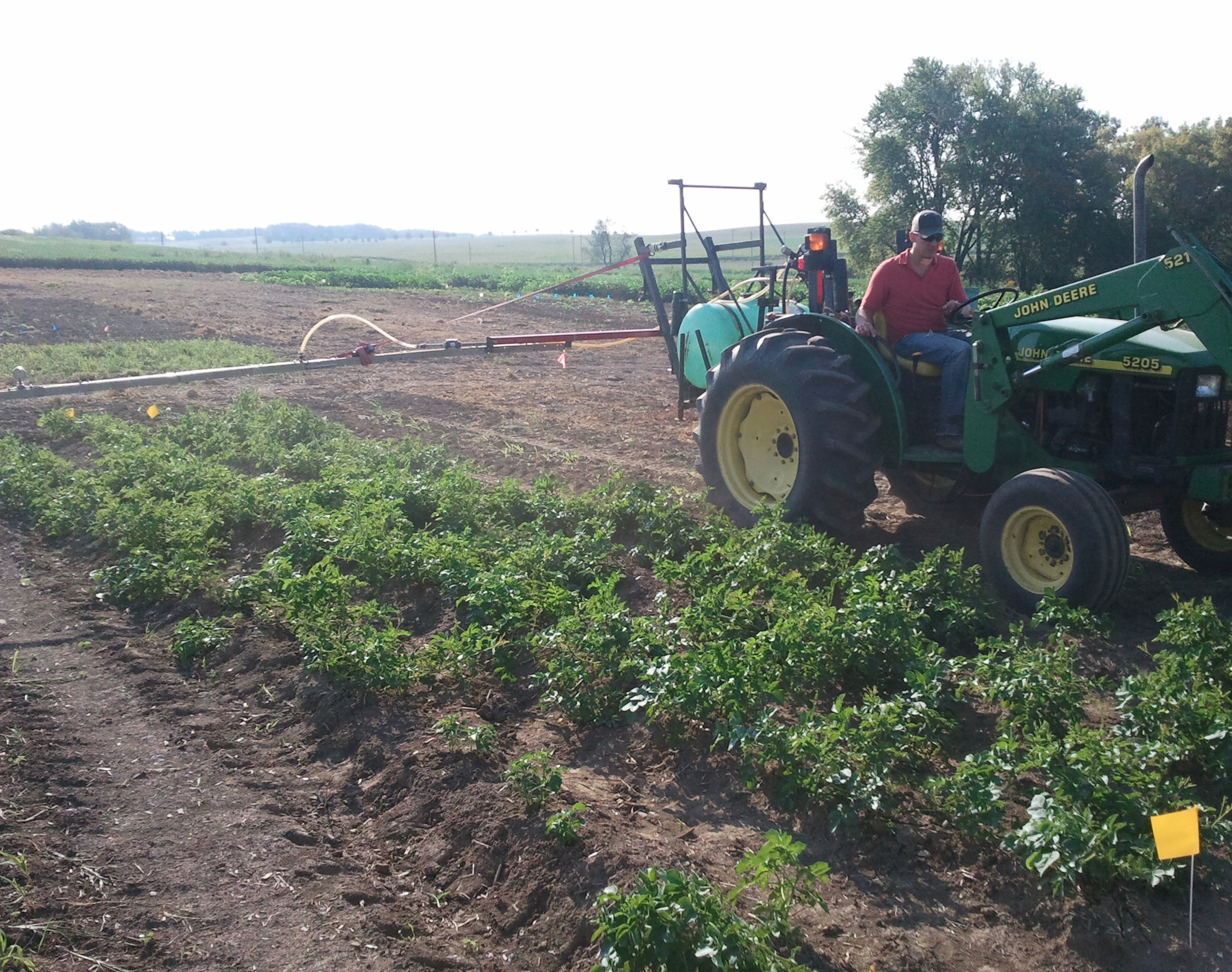 Side mounted boom for Potato application
