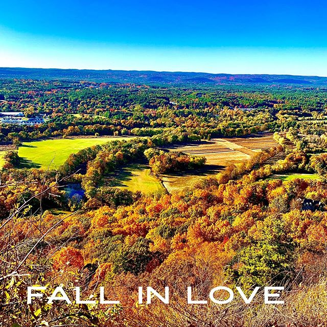 Do you dream of leaf peeping in a beautiful northeast place? Plan your 2020 fall trip to Connecticut between Oct 10-20th 2020 to find the most spectacular colors! #fallinlove #fallinCT #octoberinct #bepresent #lovewhereulive #leafpeeping #fallfestivals #towertoot #heublinetower #simsburyct #simsbury