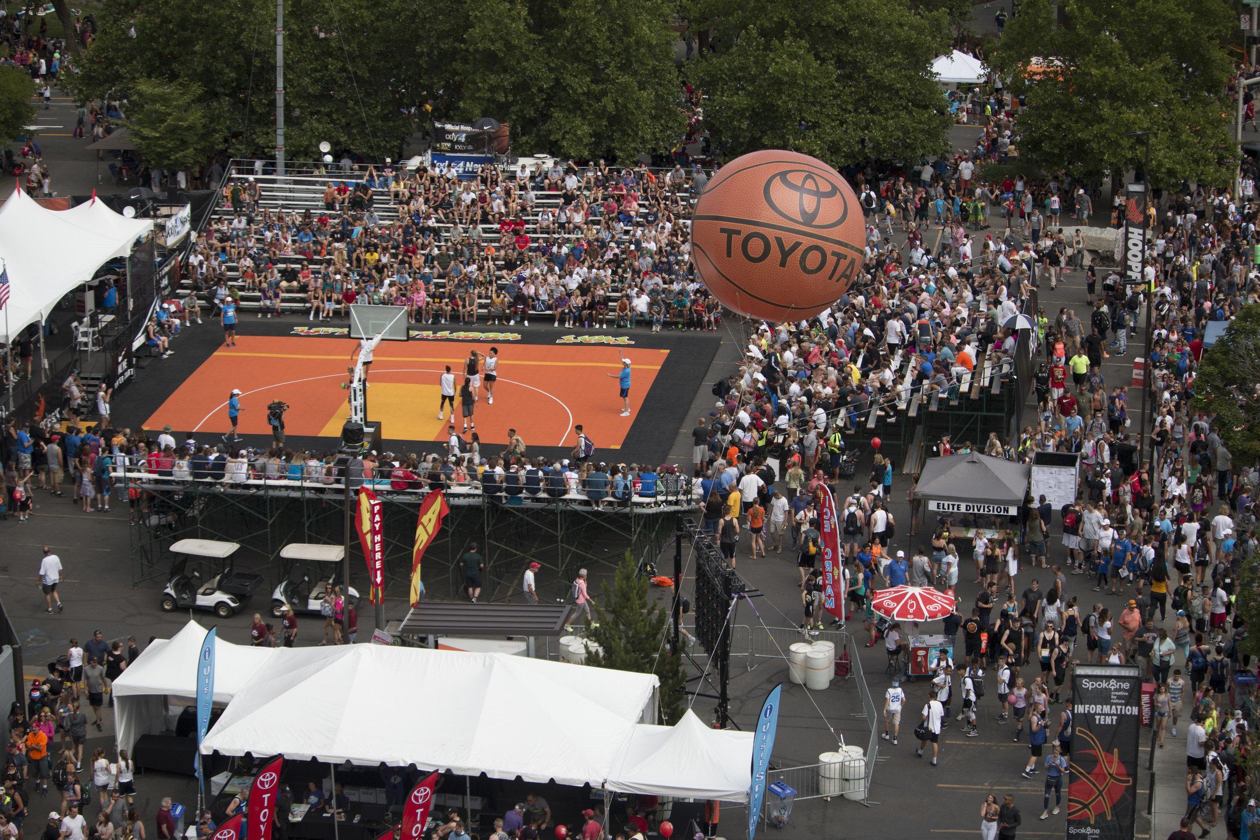spokane-hoopfest-center-court