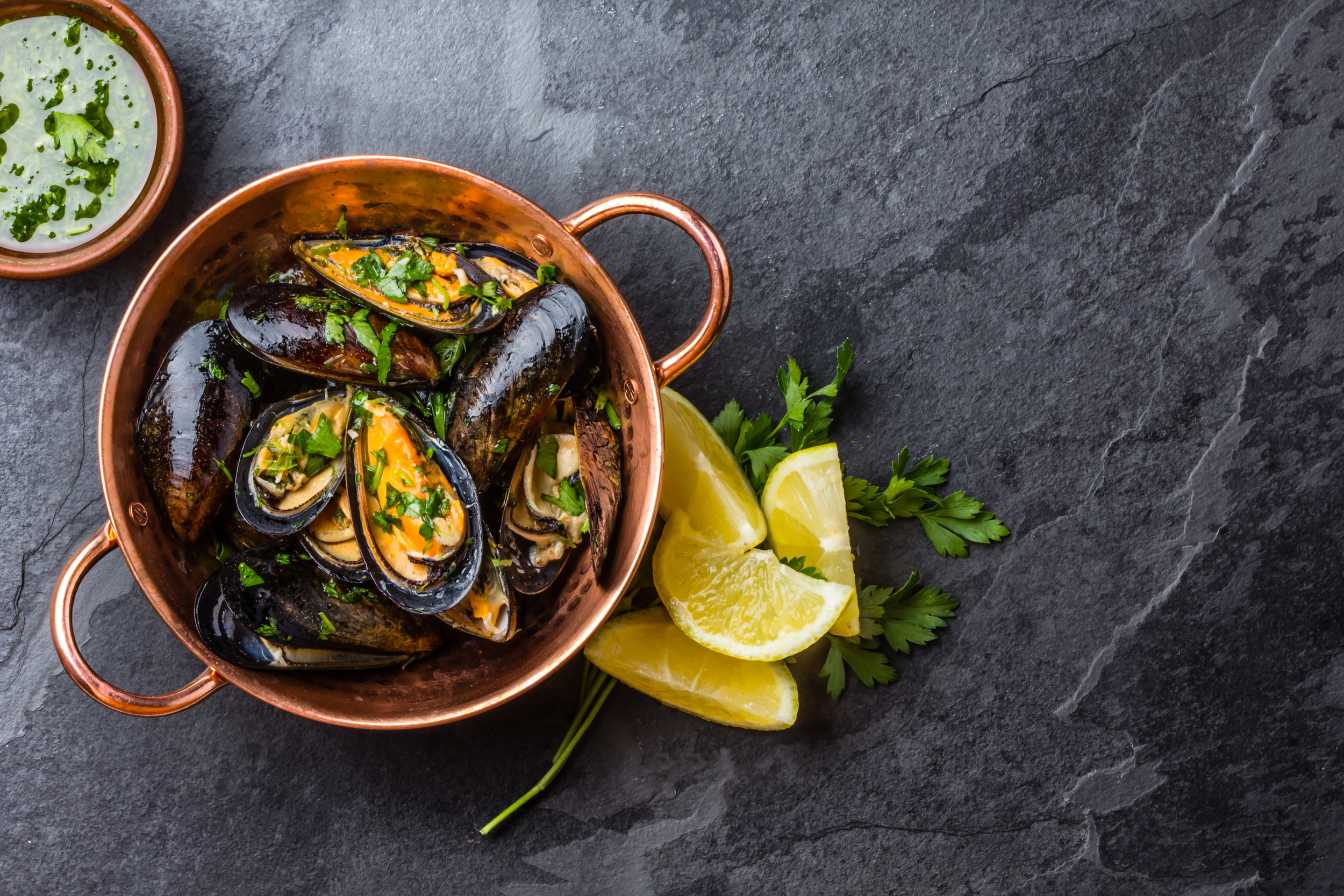 Steamed Mussels with lemon & parsley