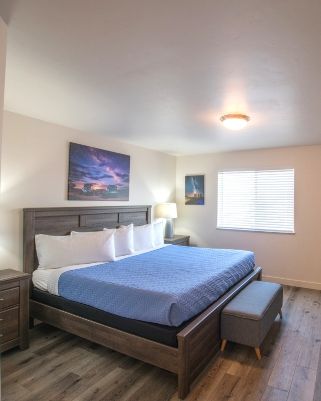 ROOMS & RATES -